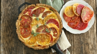 quiche with heirloom tomatoes